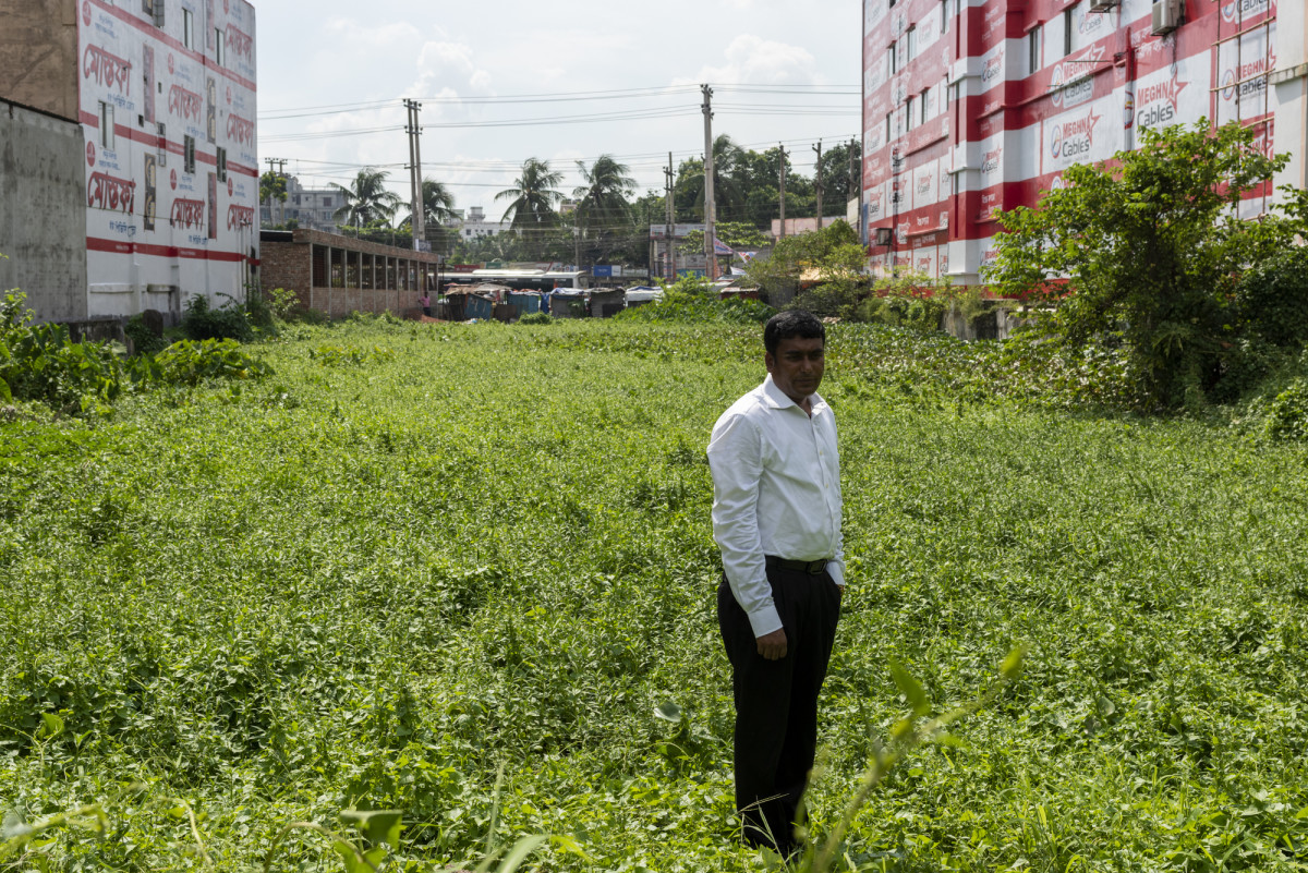 Journalist who entered Rana Plaza one day before it collapsed, standing on the now barren Rana Plaza site.