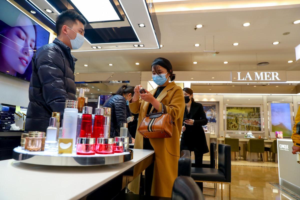 china-beauty-shopping