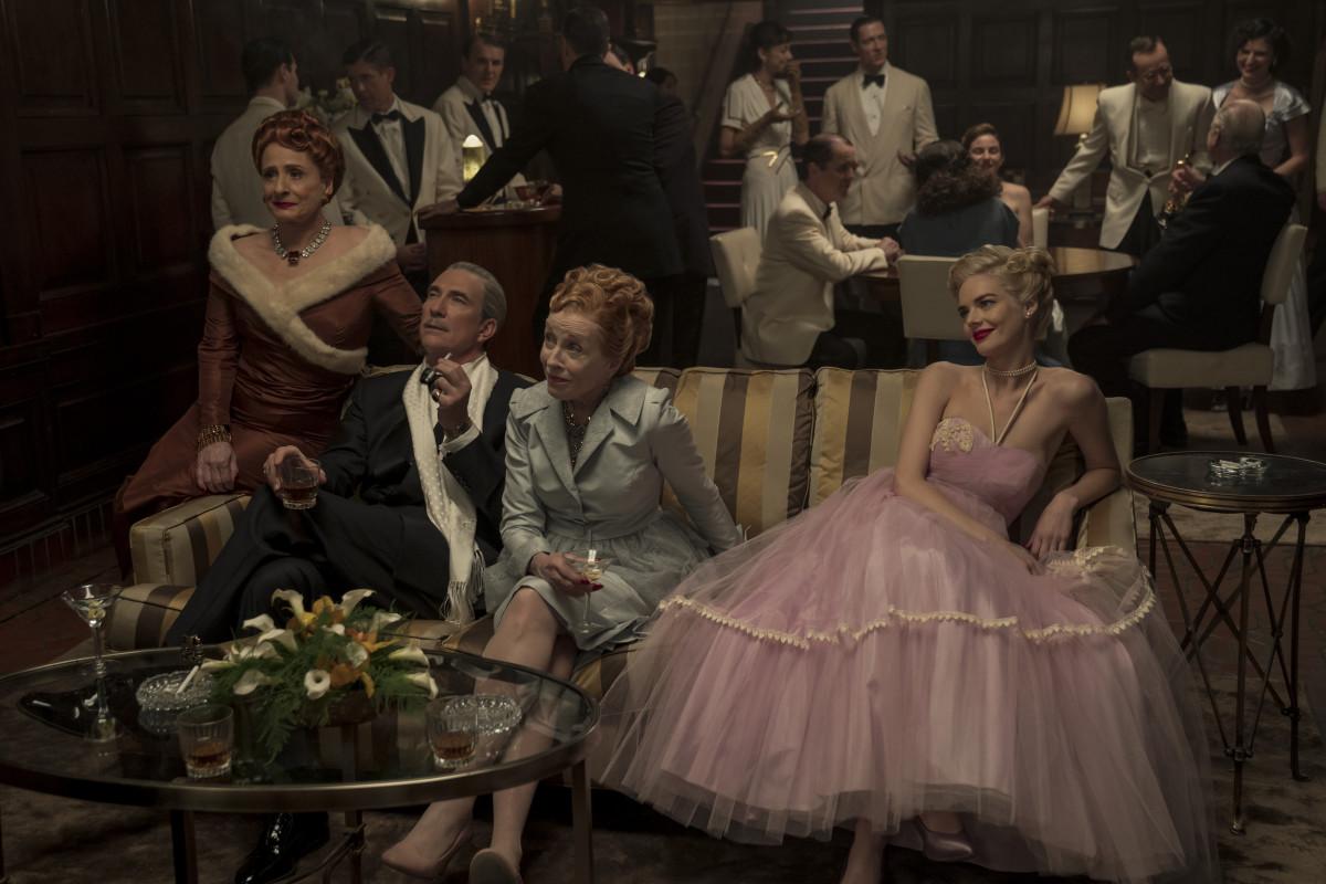 Avis (Patti LuPone), Ernie (Dylan McDermott), Ellen Kincaid (Holland Taylor) and Claire (Samara Weaving).