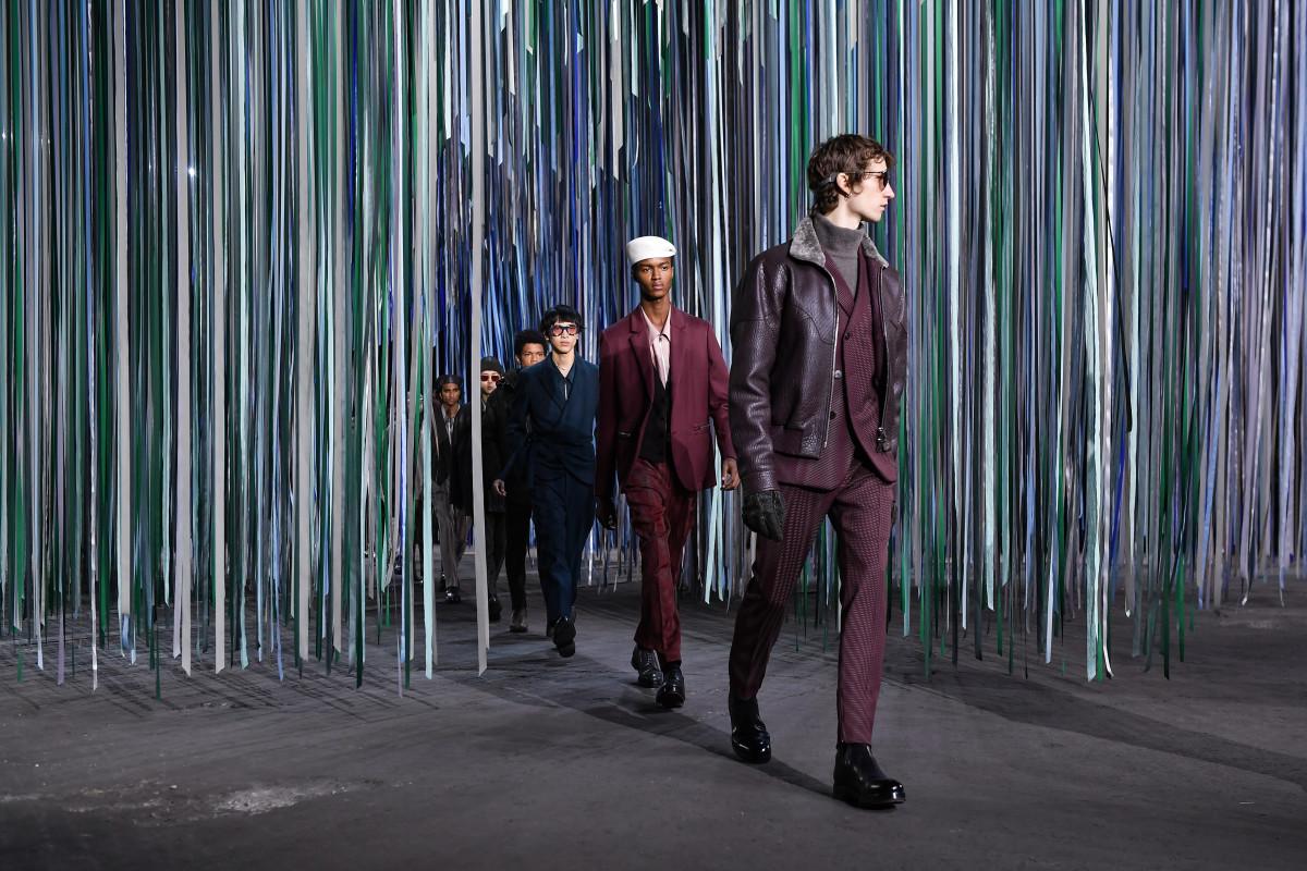 Models laufen auf der Ermenegildo Zegna Show im Januar in Mailand über die Landebahn.