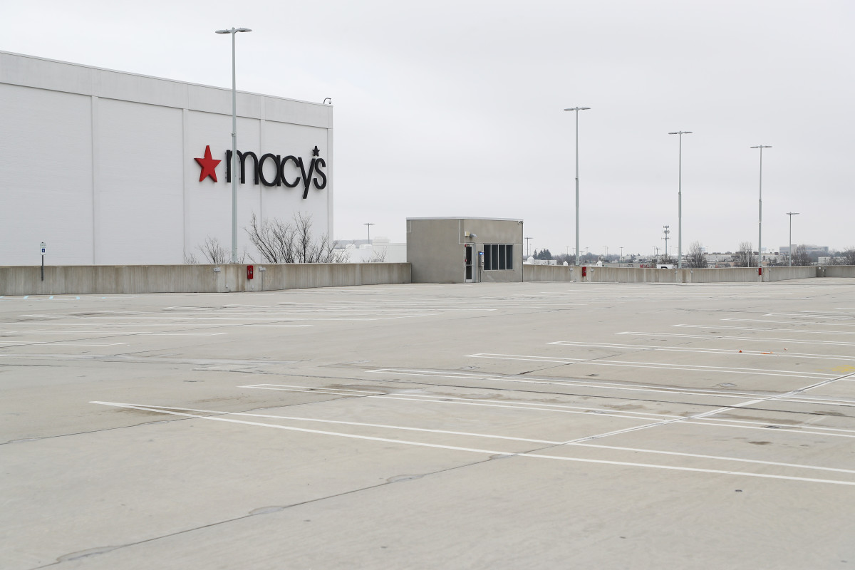 macys-new-york-empty-parking-lot-march-11-2020