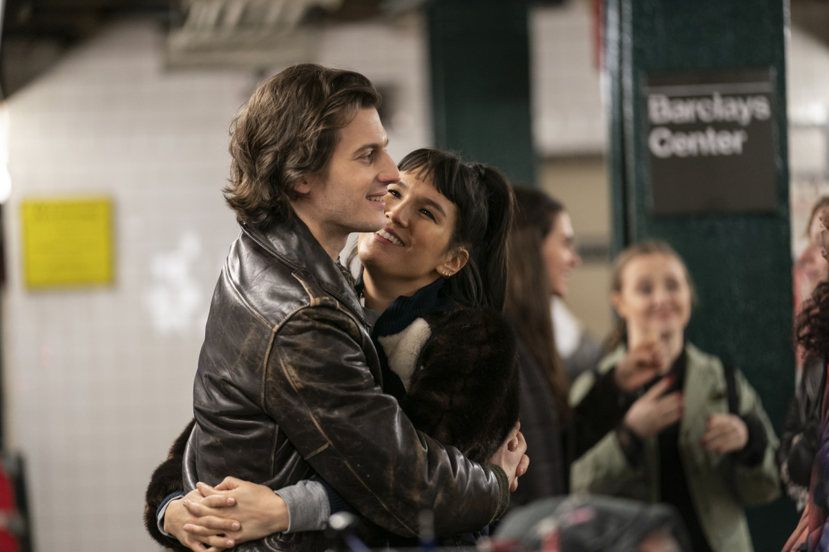 Jim (Peter Vack) and Sara (Zoe Chao).