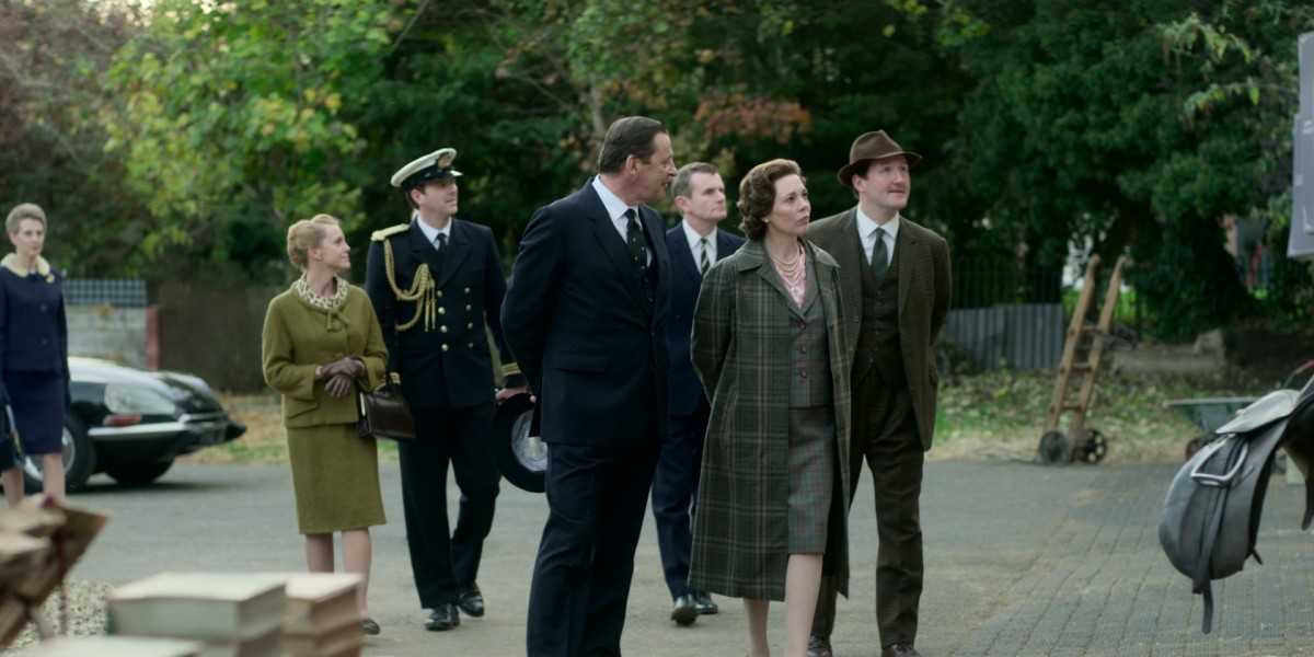The Queen visits Normandy in her civilian clothing in episode five.