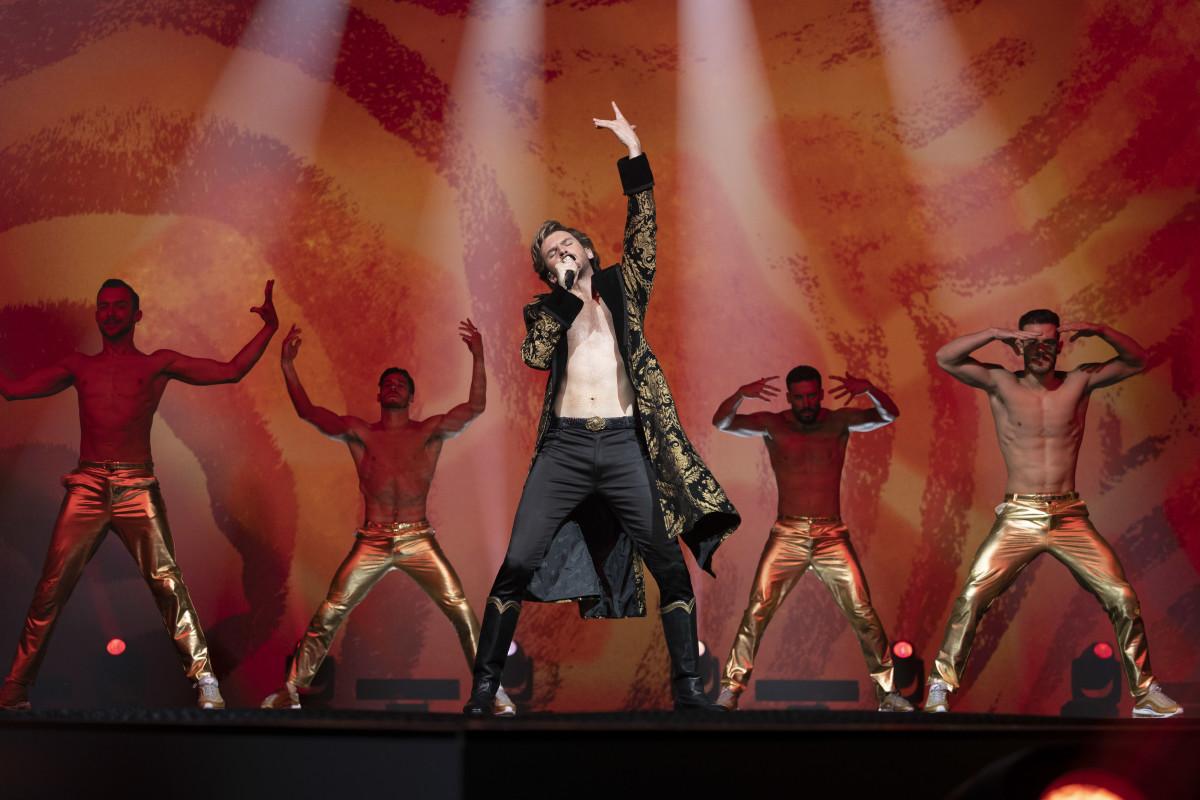 Alexander Lemtov (Dan Stevens) is the 'Lion of Love.'