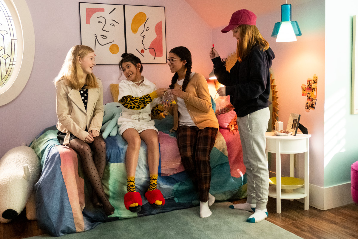 (L–R): Stacey (Shay Rudolph) in a Black NYC jacket, Twik by Simons shirt and H&M tights, Claudia in a Topshop romper, Daphnea sweater and Forever 21 slippers. Mary Anne and Kristy (Sophie Grace).