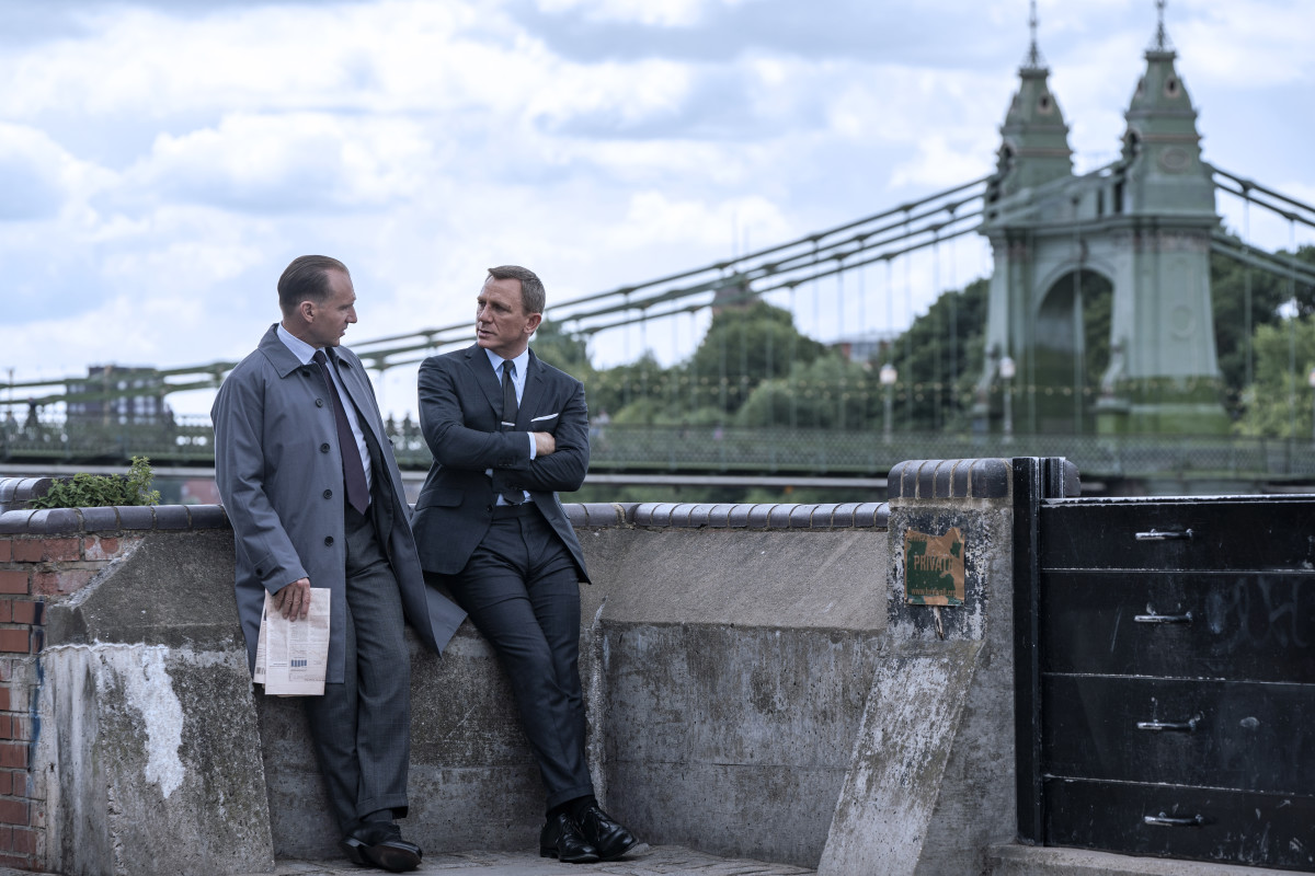 M (Ralph Fiennes) and Bond have a chat.