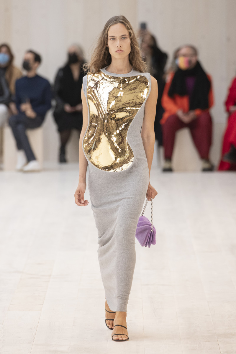 LOEWE_SS22_15_FRONT