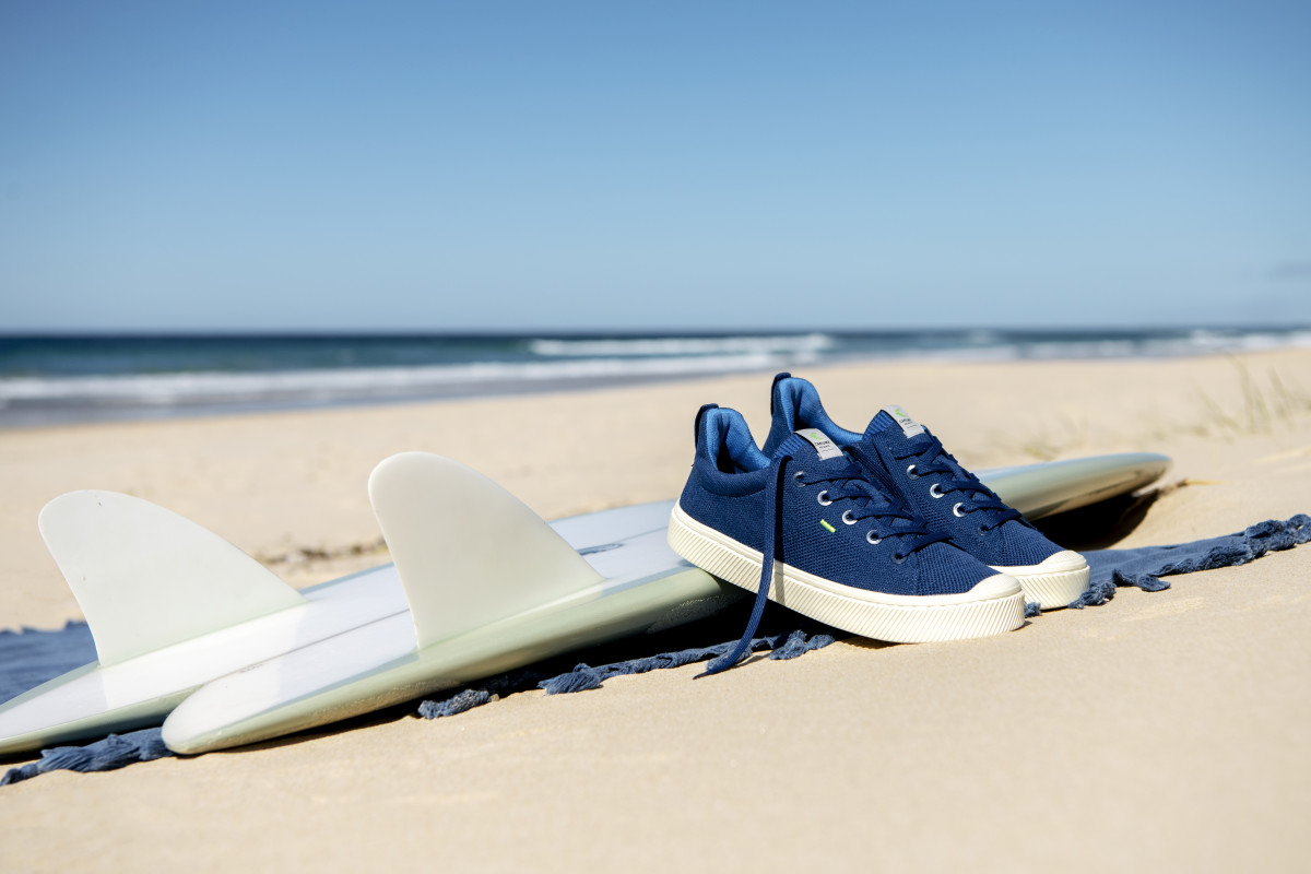 Cariuma'sultra-low-carbon IBI Slip-On, shown here in blue.