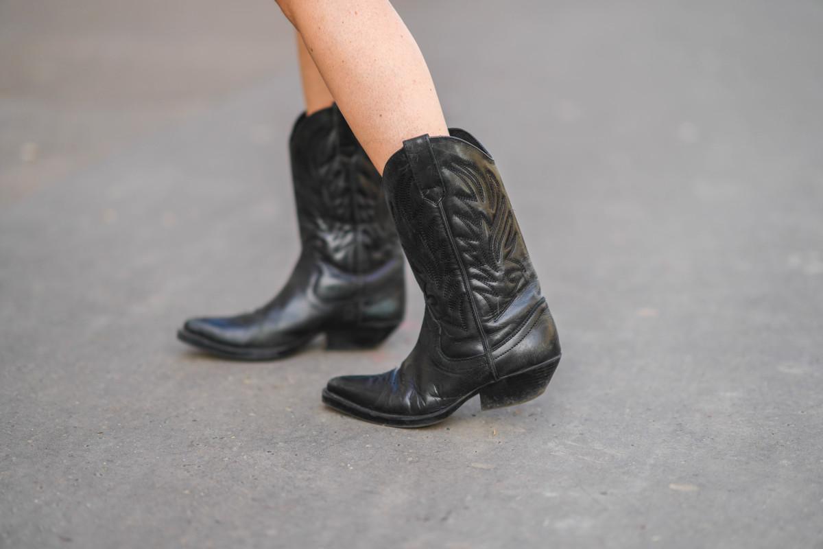 online-sales-april-9-cowboy-boots