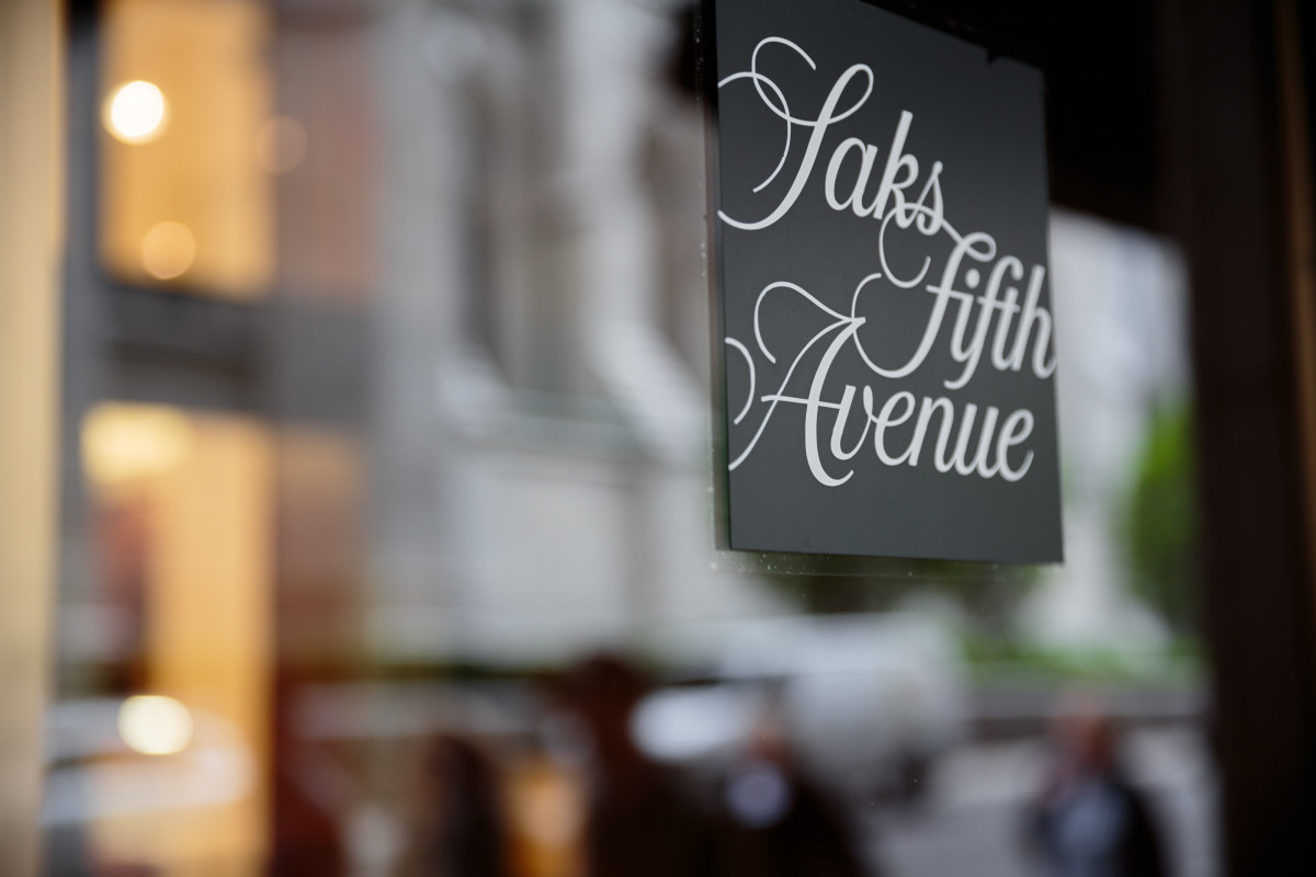 saks-fifth-avenue-store