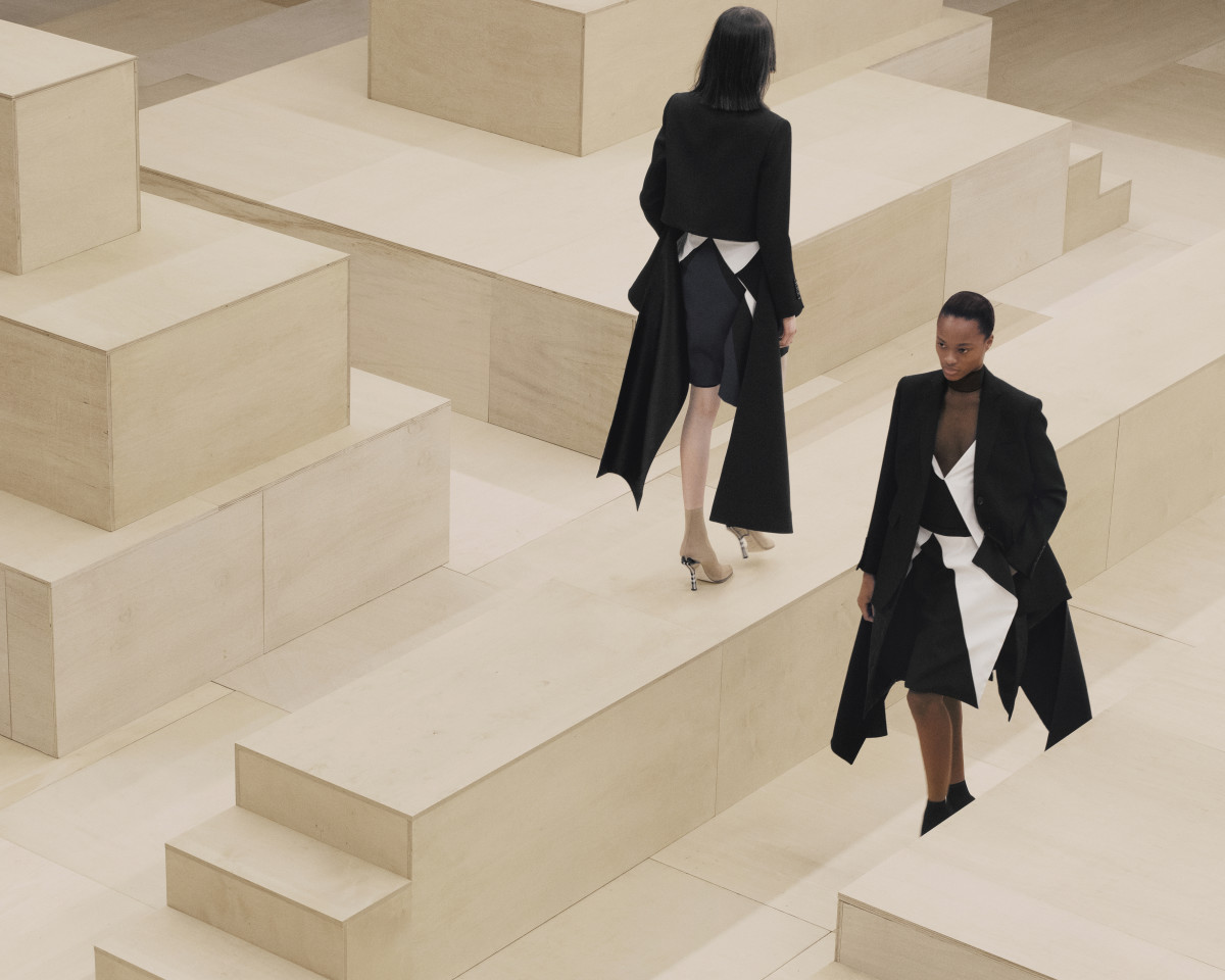 Burberry Autumn_Winter 2021 Womenswear Presentation - Ambient Runway_013