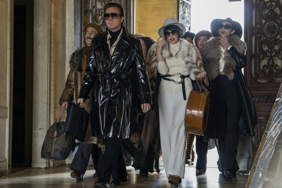 Joe, Halston, Pat Ast (Shawna Hamic, behind McGregor), Liza and Elsa enter Versailles.