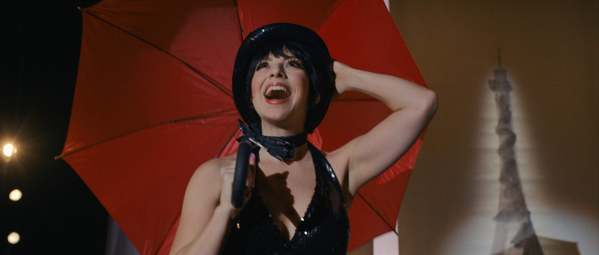 Liza in a 'Cabaret' referential costume at the Battle of Versailles.