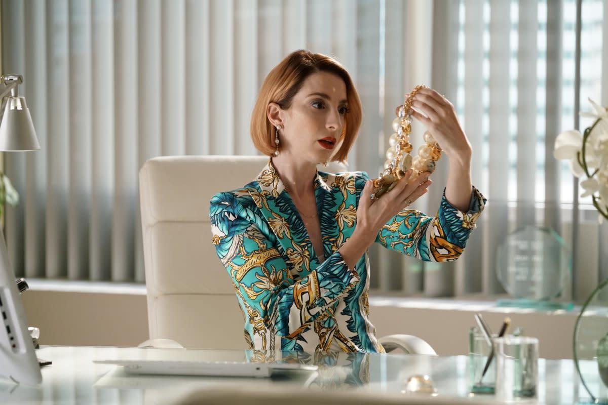 Bernard as Lauren Heller embodying Diana (Miriam Shor)'s power aesthetic in the 'Younger' season seven premiere.