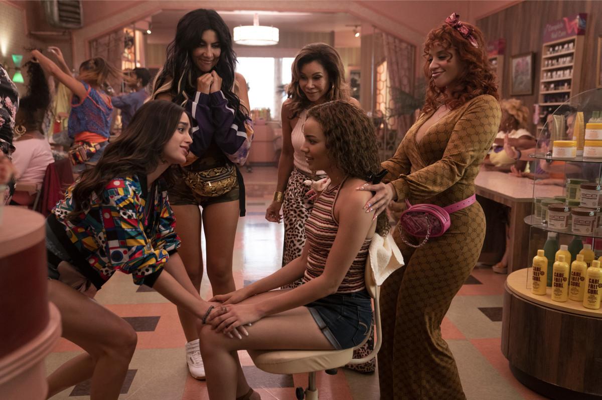 L–R: Vanessa, Carla (Stephanie Beatriz), Daniela (Daphne Rubin-Vega), Nina (center), Cuca (Dascha Polanco) at the salon.