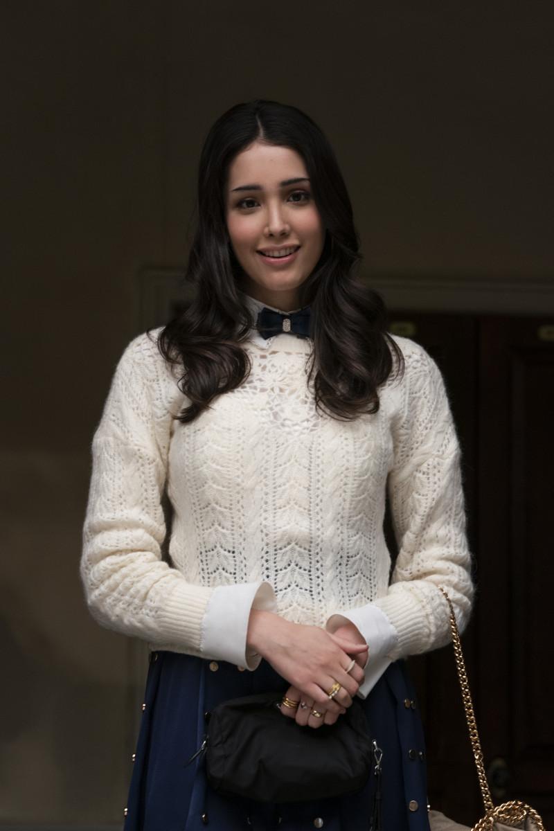 Luna La (Zion Moreno) with nary a headband in sight.