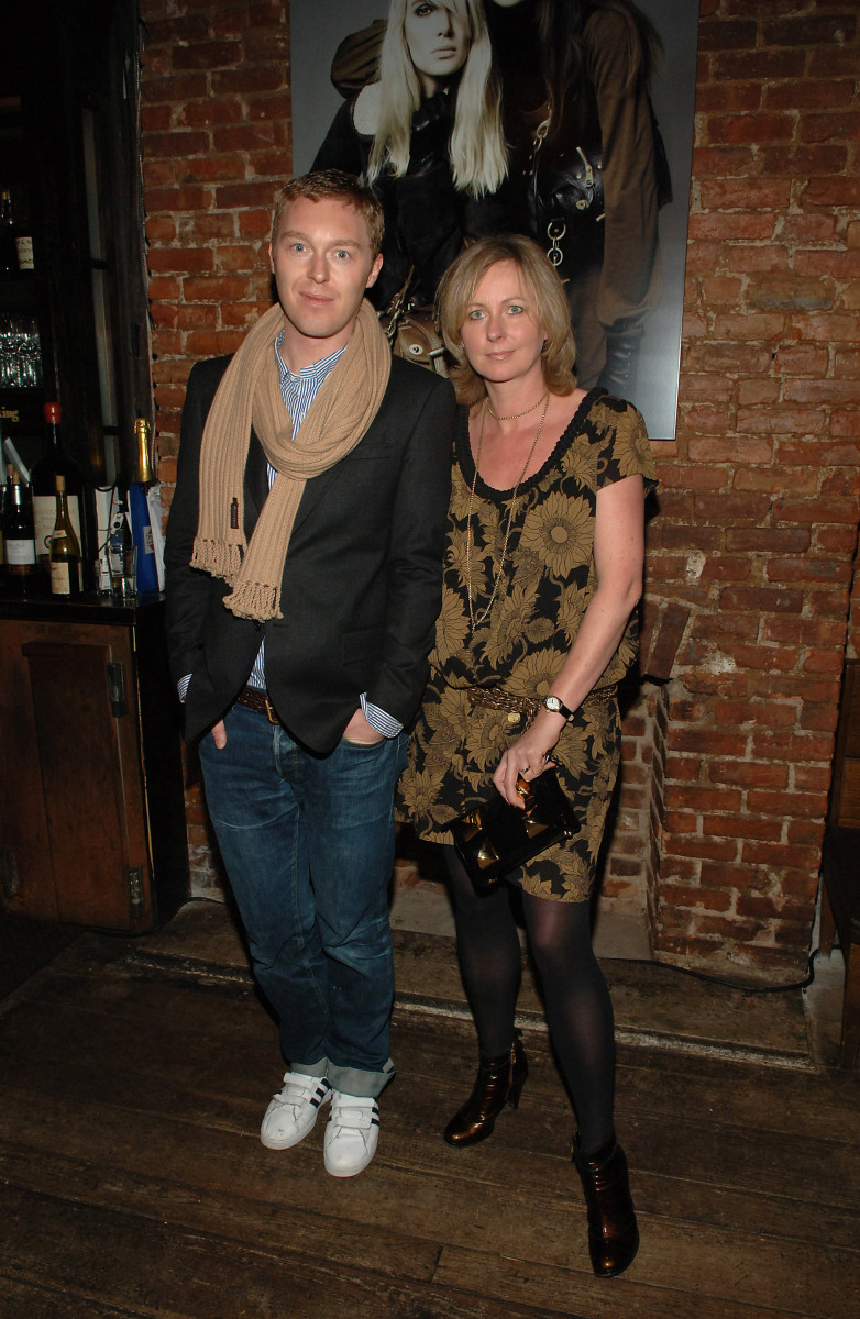 Vevers with Lisa Montague at a U.S. launch party for Mulberry in 2006.