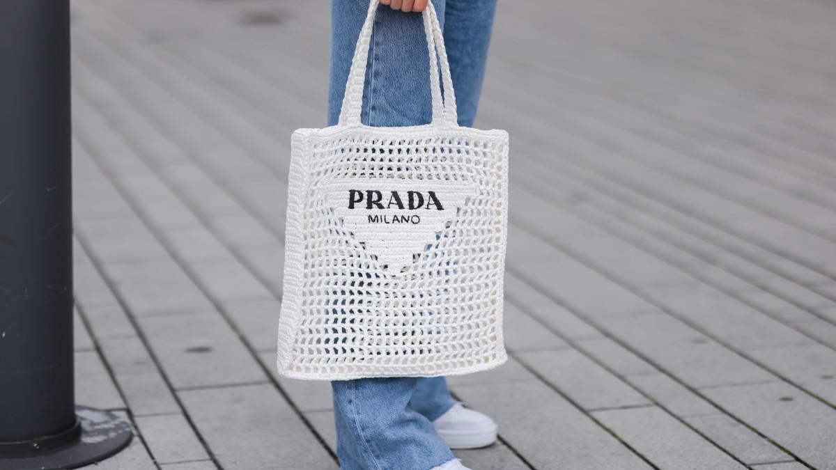 shop-statement-fun-tote-bags