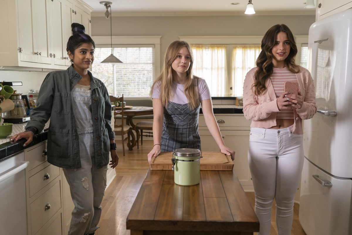 Nisha (Annie Jacob), in her Laney Boggs overalls, Brin (Isabella Crovetti) and Padgett.