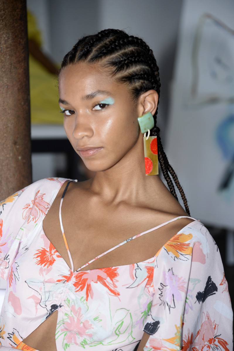 A beauty look from Tanya Taylor Spring 2022.