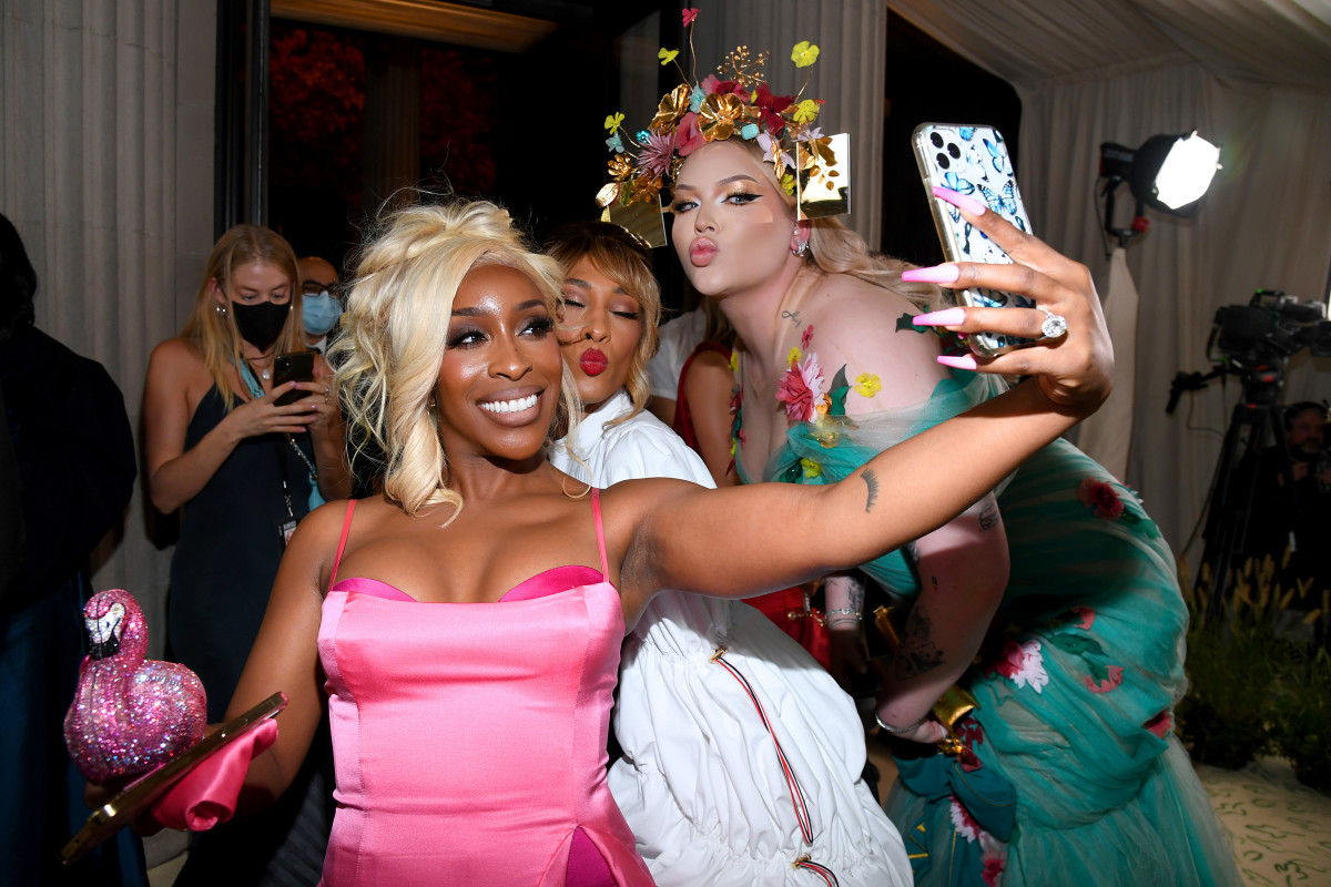 Jackie Aina, and Nikkie de Jager with MJ Rodriguez